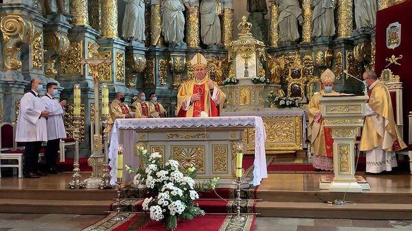 Что сказал на прощание в Гродно новый архиепископ католиков Беларуси Станевский - видео - Sputnik Беларусь