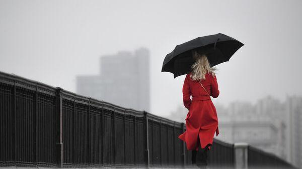 Женщина с зонтом - Sputnik Беларусь