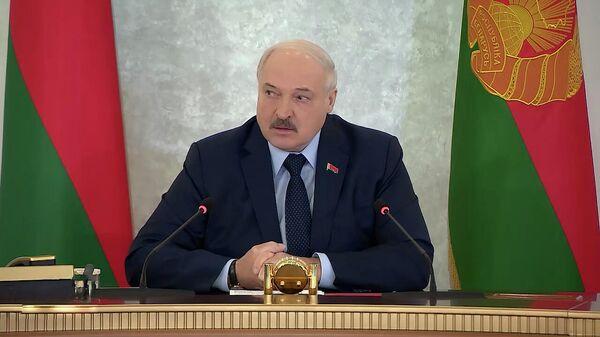 Масочный режим, коронафейки и психоз: Лукашенко о ситуации с COVID – видео - Sputnik Беларусь