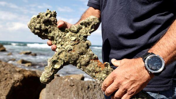 Меч, предположительно принадлежавший крестоносцу, найденный в Средиземном море - Sputnik Беларусь