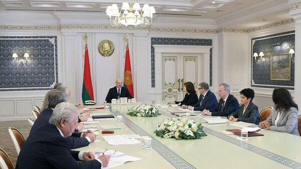 Лукашэнка на сустрэчы з рабочай групай па дапрацоўцы праекта новай Канстытуцыі краіны - Sputnik Беларусь