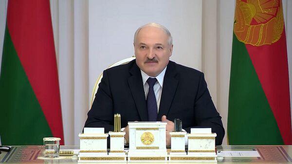 Любой наш шаг может разрушить страну: Лукашенко о проекте Конституции - Sputnik Беларусь