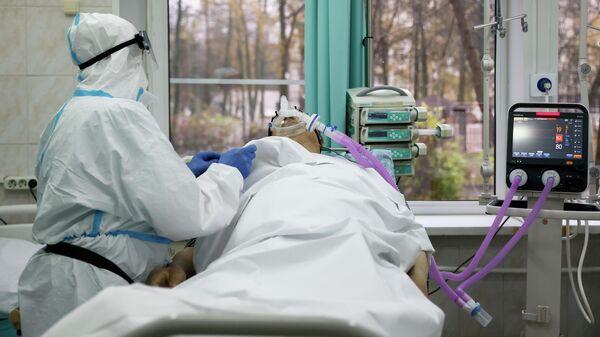 Пациент с корнавирусом в больнице  - Sputnik Беларусь