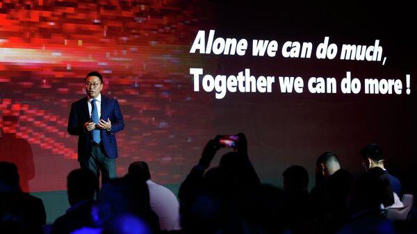 Президент компании Huawei в регионе Евразия Дэниел Чжоу - Sputnik Беларусь