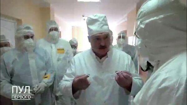 Лукашенко возмутился из-за просьбы надеть маску  - Sputnik Беларусь