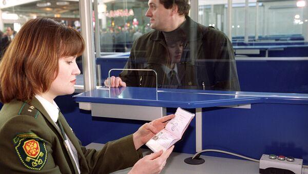 Паспортный контроль в аэропорту Внуково, архивное фото - Sputnik Беларусь