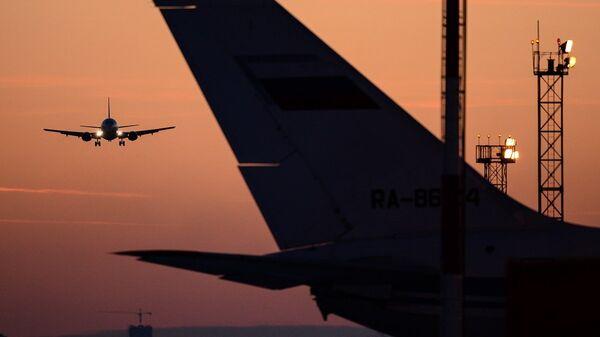 Самолет заходит на посадку - Sputnik Беларусь