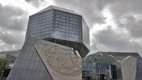Галоўны ўваход у будынак Нацыянальнай бібліятэкі - Sputnik Беларусь