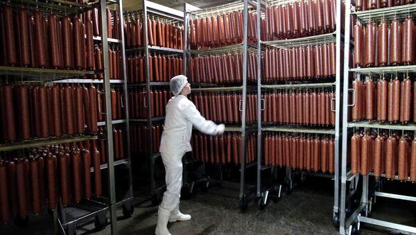 В сушильной камере мясоперерабатывающего завода, архивное фото - Sputnik Беларусь