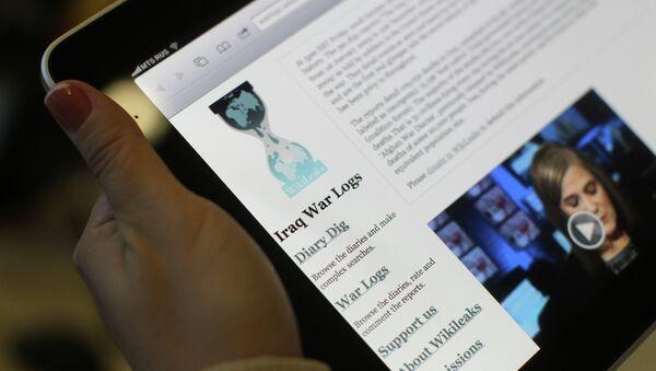Пользователи интернета читают сайт WikiLeaks - Sputnik Беларусь