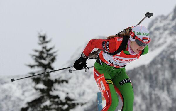 Дарья Домрачева на дистанции 7,5 км в австрийском Хохфильцене в 2013 году, архивное фото - Sputnik Беларусь