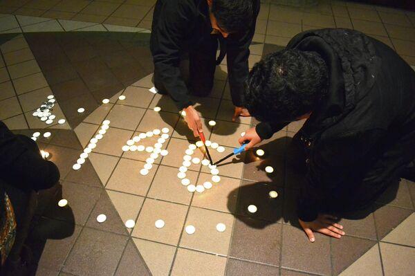 Студенческая ассоциация Пакистана провела акцию с зажженными свечами в память о погибших в Пешаваре - Sputnik Беларусь