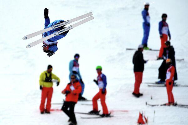 Денис Осипов (Беларусь) на тренировке по акробатике на XXII зимних Олимпийских играх в Сочи, архивное фото - Sputnik Беларусь