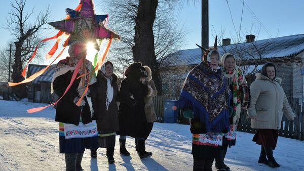 Жители деревни Погост в Гомельской области на колядных гуляньях - Sputnik Беларусь