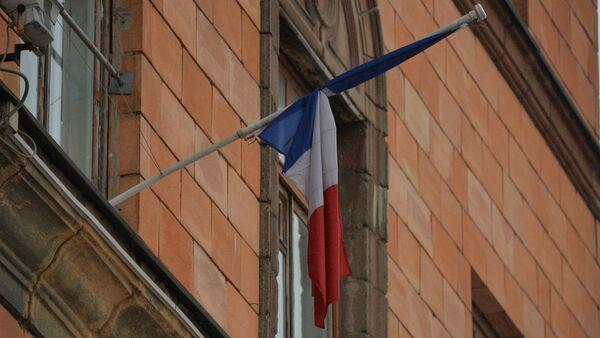 Амбасада Францыі, прыспушчаныя сцягі - Sputnik Беларусь