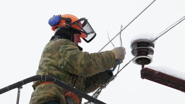 Ремонт высоковольтной линии, архивное фото - Sputnik Беларусь