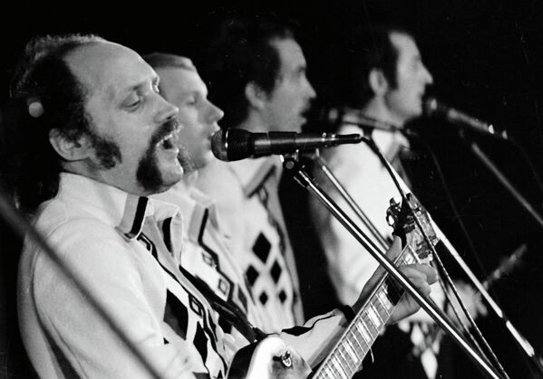 В уникальной палитре Песняров голос Кашепарова звучал то нежной пасторалью, то невероятно высоким, пронзительным вокализом. - Sputnik Беларусь