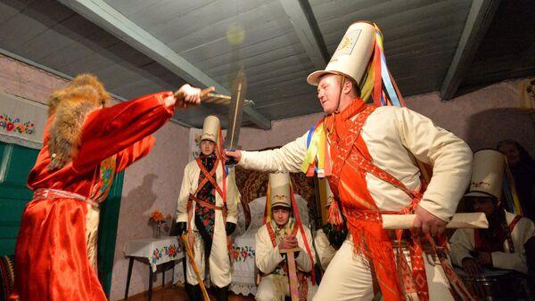 Старинный белорусский народный обряд Колядные цари - Sputnik Беларусь