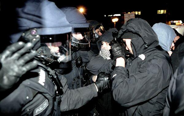 Столкновения полиции с демонстрантами в Германии - Sputnik Беларусь