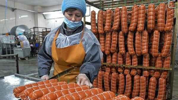 Работа колбасного цеха, архивное фото - Sputnik Беларусь