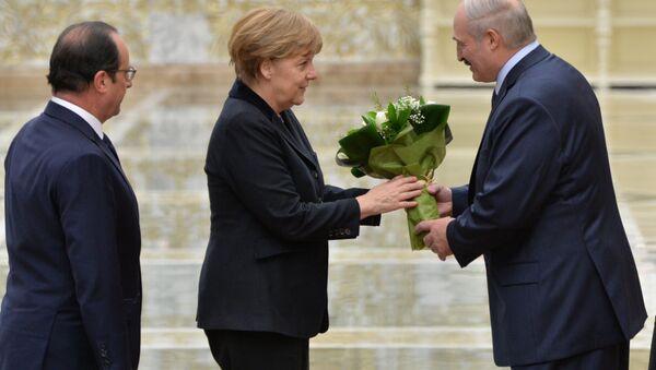 Франсуа Олланд, Ангела Меркель и Александр Лукашенко во Дворце Независимости - Sputnik Беларусь