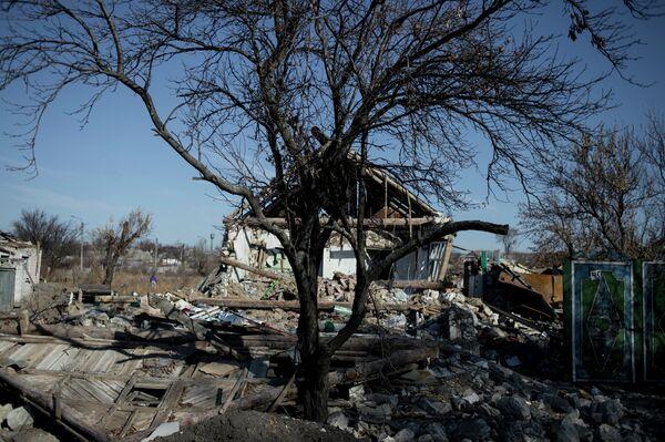 Разрушенный дом в Донбассе - Sputnik Беларусь