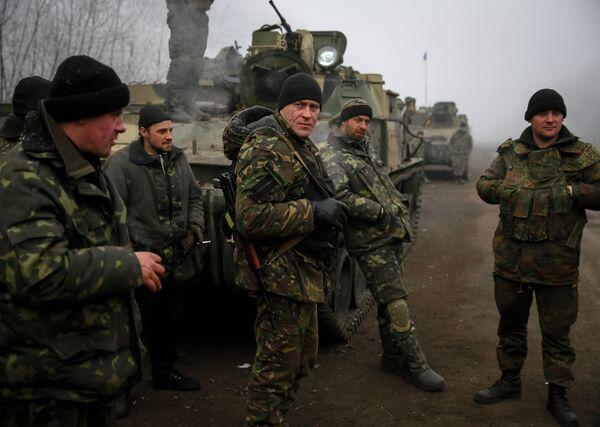 Украинские военные возле Дебальцево после объявления перемирия - Sputnik Беларусь