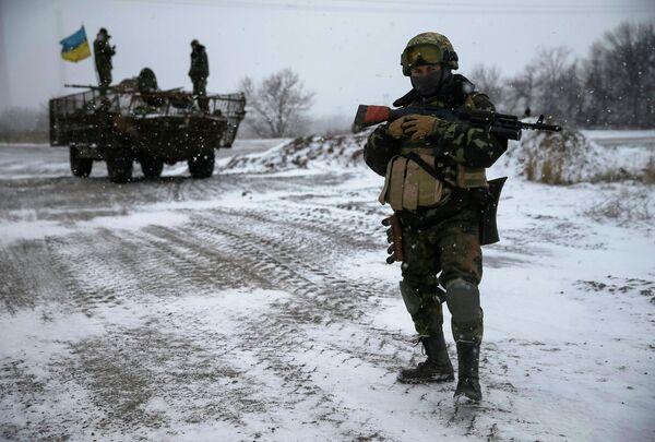 Украинские войска возле Дебальцево, 16 февраля 2015 - Sputnik Беларусь