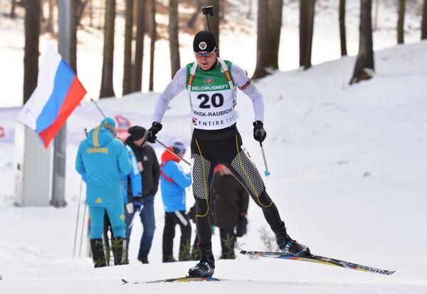 Кирилл Стрельцов (Россия) на дистанции индивидуальной гонки среди юношей молодежного чемпионата мира по биатлону - Sputnik Беларусь