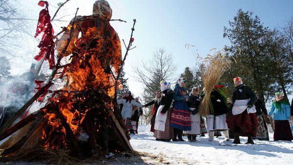 Празднование Масленицы в белорусской деревне Речень - Sputnik Беларусь