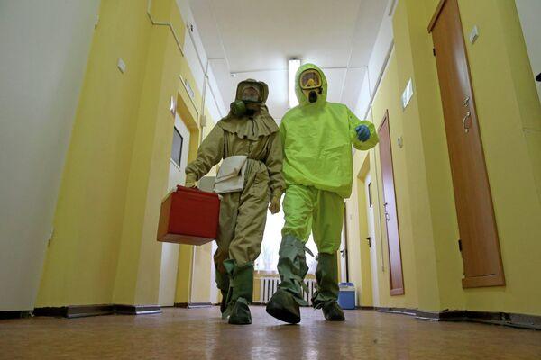Отработка действий на случай поступления больных, инфицированных Эболой - Sputnik Беларусь