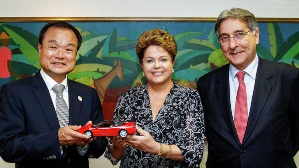 Таканобу Ито, президент компании Honda Motor (слева) - Sputnik Беларусь