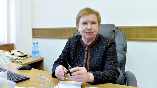 Лидия Ермошина за рабочим столом - Sputnik Беларусь