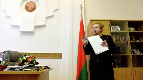 Старшыня ЦВК Лідзія Ярмошына у працоўным кабінеце - Sputnik Беларусь