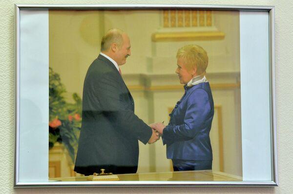 Фатаграфія ў кабінеце Лідзіі Ярмошынай - Sputnik Беларусь
