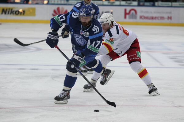 Третья игра четвертьфинальной серии плей-офф Западной конференции КХЛ - Sputnik Беларусь