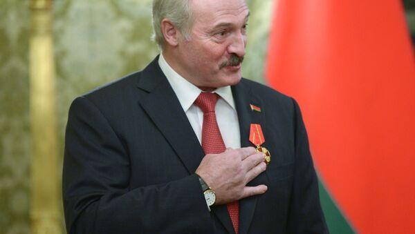 Президент Беларуси Александр Лукашенко, награжденный орденом Александра Невского - Sputnik Беларусь