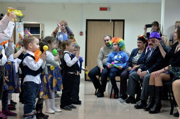 Помимо пуримских театральных постановок проводятся и веселые карнавалы Адлояды с костюмами и масками - Sputnik Беларусь