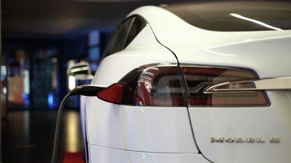Автомобиль Tesla S - Sputnik Беларусь