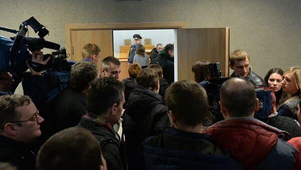 Журналисты перед залом судебных заседаний - Sputnik Беларусь
