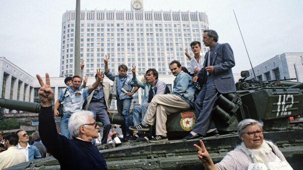 Защитники Белого дома в августе 1991 года - Sputnik Беларусь
