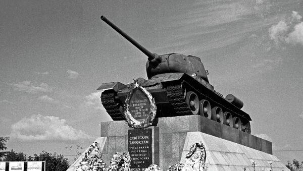Помнік савецкім танкістам, удзельнікам Курскай бітвы на 624-м кіламетры аўтамагістралі Масква-Сімферопаль - Sputnik Беларусь