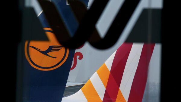 Лагатыпы Germanwings і Lufthansa на самалетах у аэрапорце Дзюсельдорфа - Sputnik Беларусь