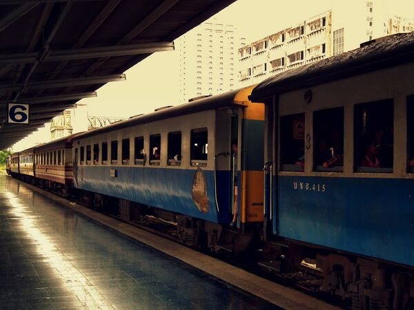 Поезд на станцыі ў Бангкоке (Тайланд) - Sputnik Беларусь