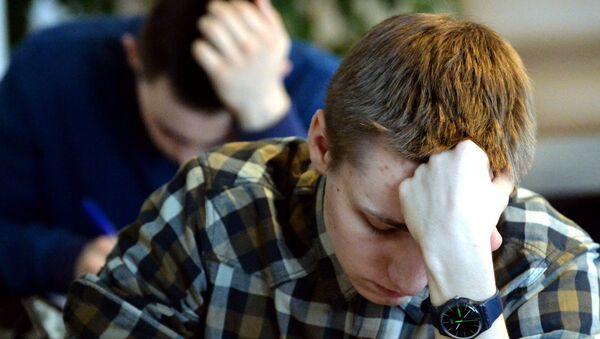 Абітурыенты здаюць пісьмовы іспыт - Sputnik Беларусь