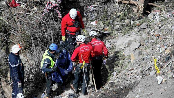 Французские спасатели на месте крушения Germanwings A320 Airbus - Sputnik Беларусь