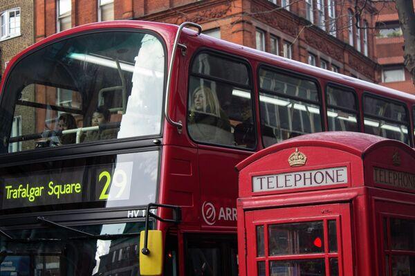 Символы Лондона - автобус и телефонная будка - Sputnik Беларусь