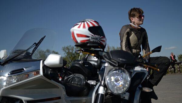 Мотоциклистка, архивное фото - Sputnik Беларусь