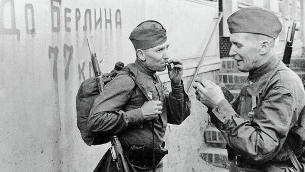 Советские солдаты перед последним рывком до Берлина - Sputnik Беларусь