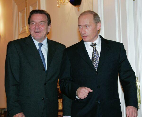 Президент России Владимир Путин и экс-канцлер Германии Герхард Шредер - Sputnik Беларусь